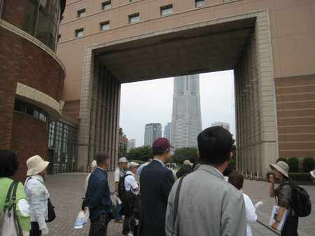 タイムトンネル:横浜国際船員センター「ナビオス横浜」と汽車道