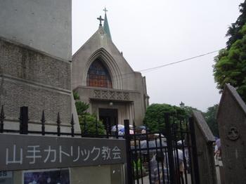 山手カトリック教会 (しとしと雨降る)