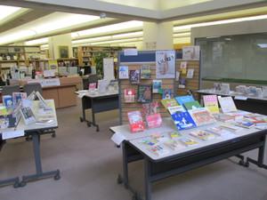 平成26年度第2回学生選書ツアー本展示:鶴見大学図書館
