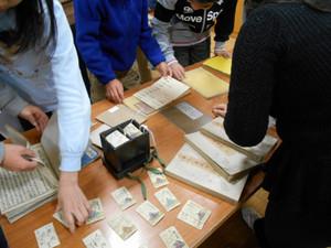 鶴見大学図書館『昔の本にさわってみよう』:実際にさわってみよう