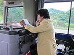 車中講座を行う関幸彦先生【鶴見大学生涯学習セミナー 平成22年度第1クール B-17文化財スタディ・ツアー(9)懸想の地・奥州へ】