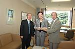 林志鳳副教授、事務局長と文学部長と